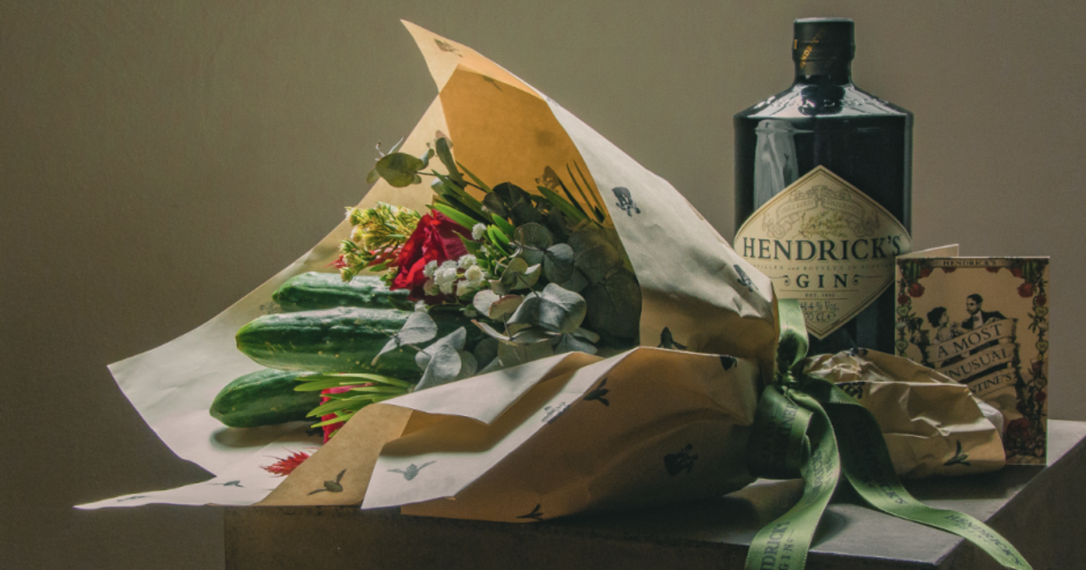 Джин Hendrick's приготовил букеты из огурцов на День Валентина.