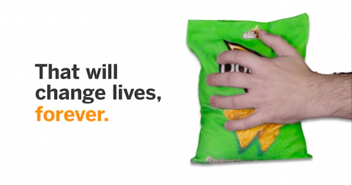 Doritos представил упаковку, об которую можно вытереть липкие пальцы.