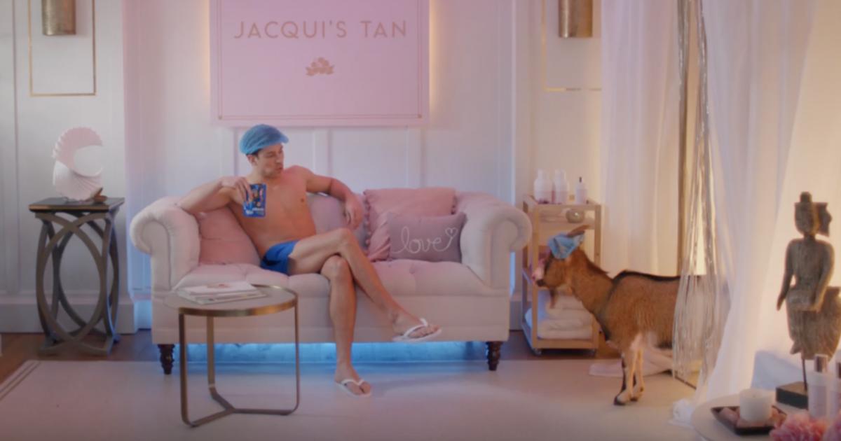 В ролике для британского бренда закусок снялась коза.