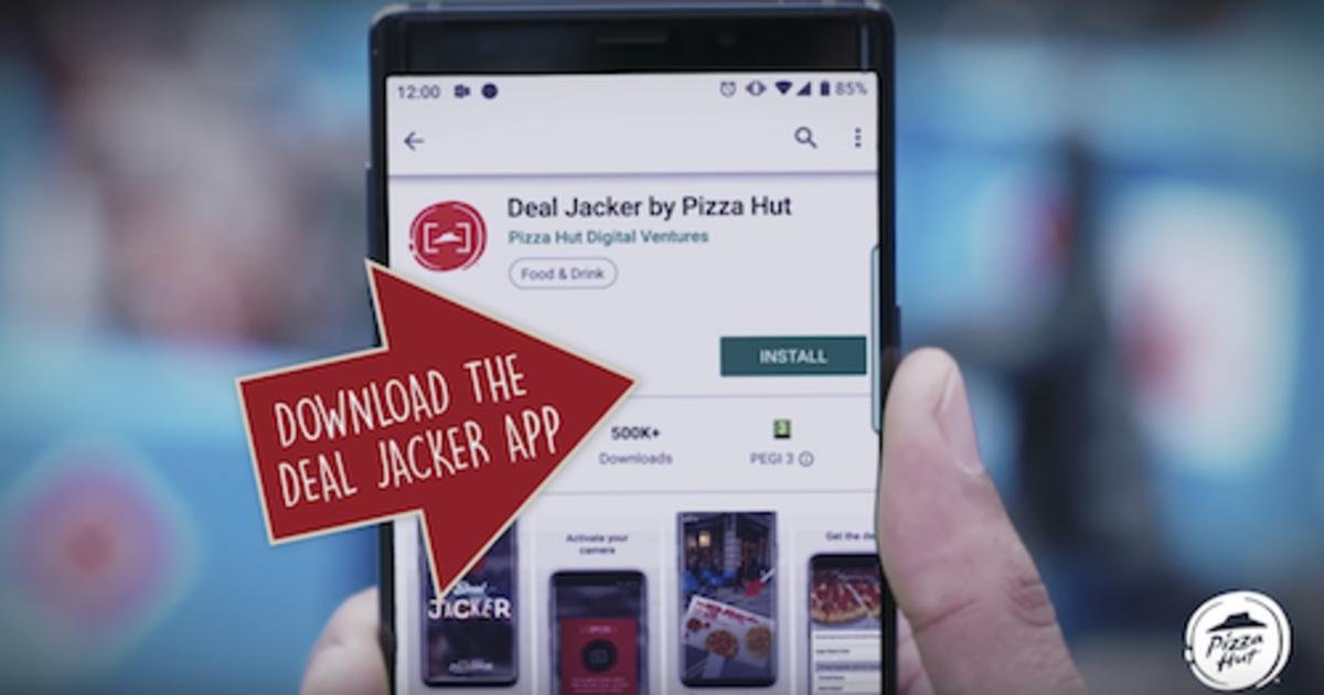 Pizza Hut Delivery переманивает фанатов конкурента с помощью AR.
