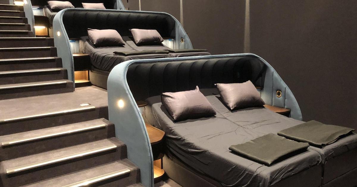 Швейцарский кинотеатр заменил все кресла кроватями