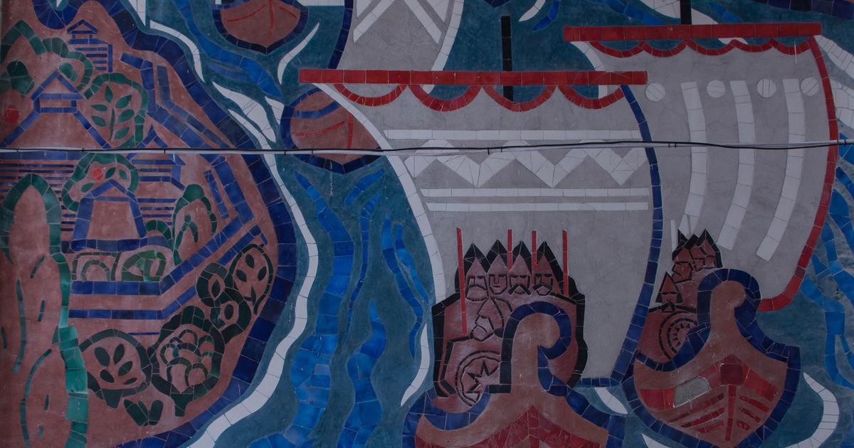 Karabas.com «оживил» фрески Речного вокзала с помощью AR-технологии