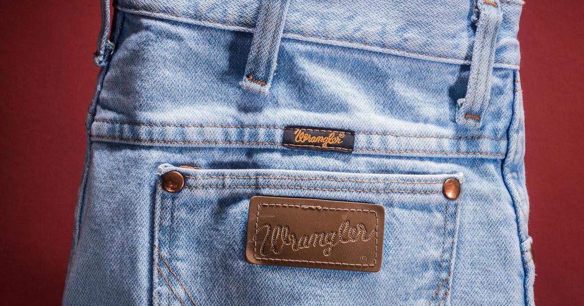 Wrangler просит отсканировать джинсы и активировать контент к треку Old Town Road