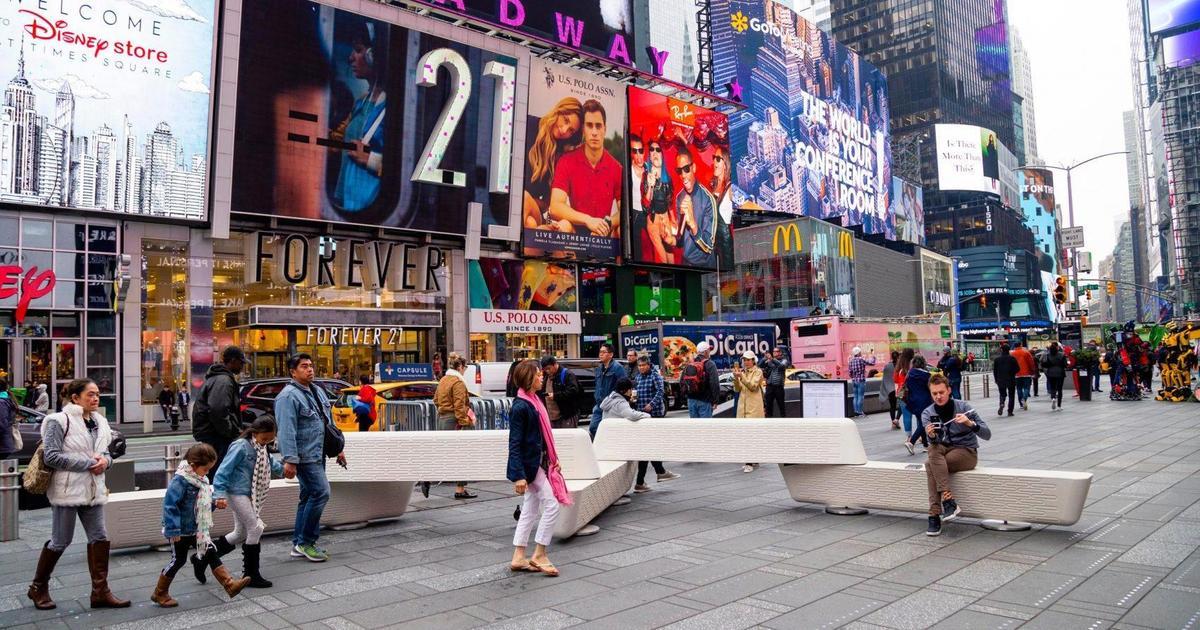 На Таймс-сквер установили скамейки с антитеррористическим дизайном