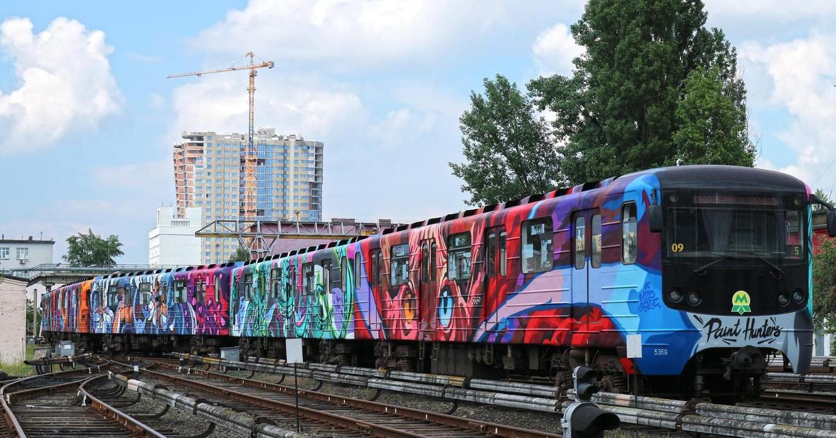 В киевском метро начал курсировать поезд-мурал