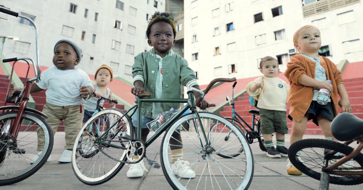Дети Evian вернулись в рекламной кампании от BETC