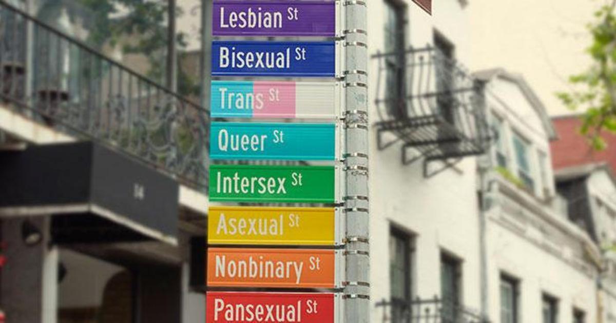 Mastercard разместил уличные указатели в поддержку ЛГБТ в одном из кварталов Нью-Йорка