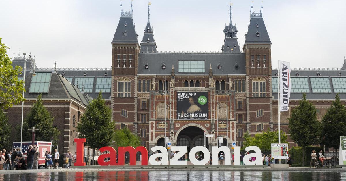 Greenpeace изменил туристический символ Амстердама ради спасения тропических лесов