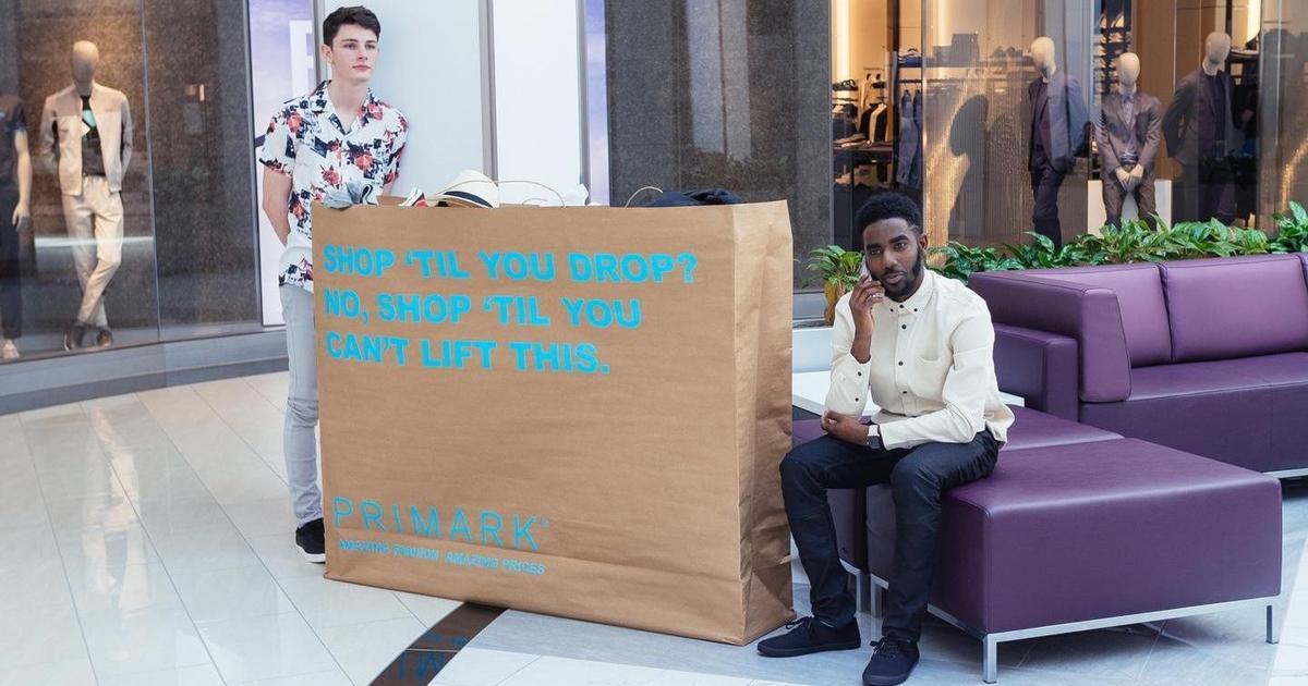 Международный ритейлер превратил покупателей в рекламные щиты