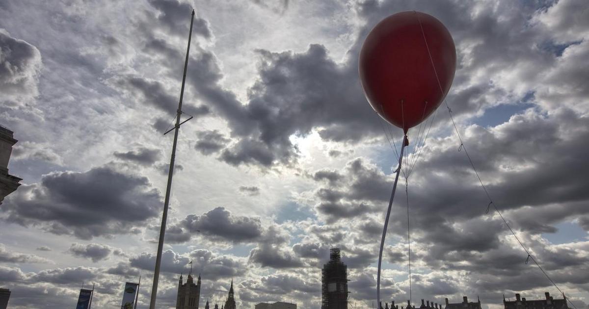 Evening Standard напугал Лондон PR-ходом с красным шаром