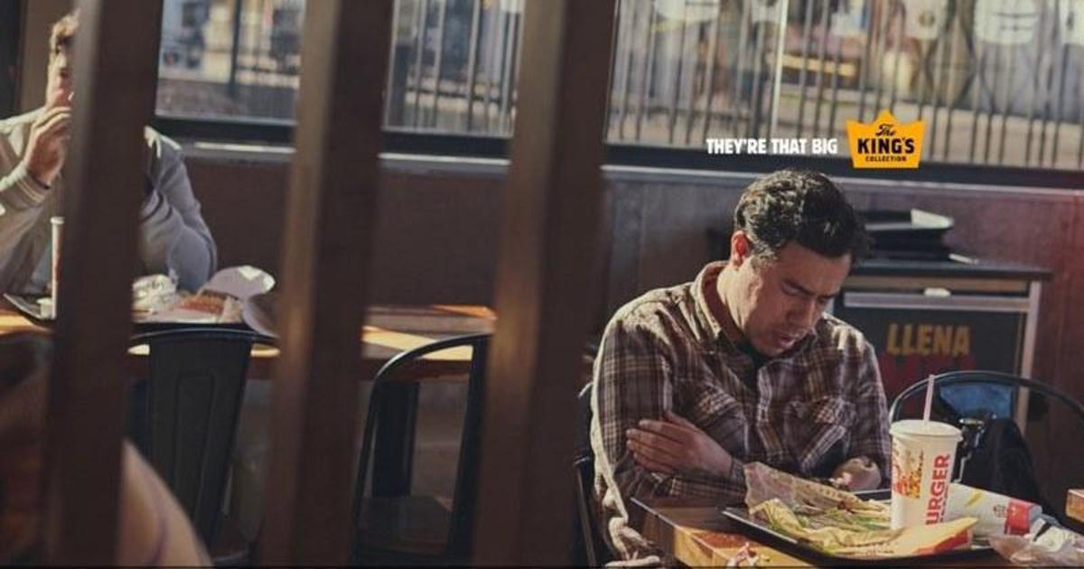 Заснувшие реальные клиенты Burger King стали героями рекламных принтов