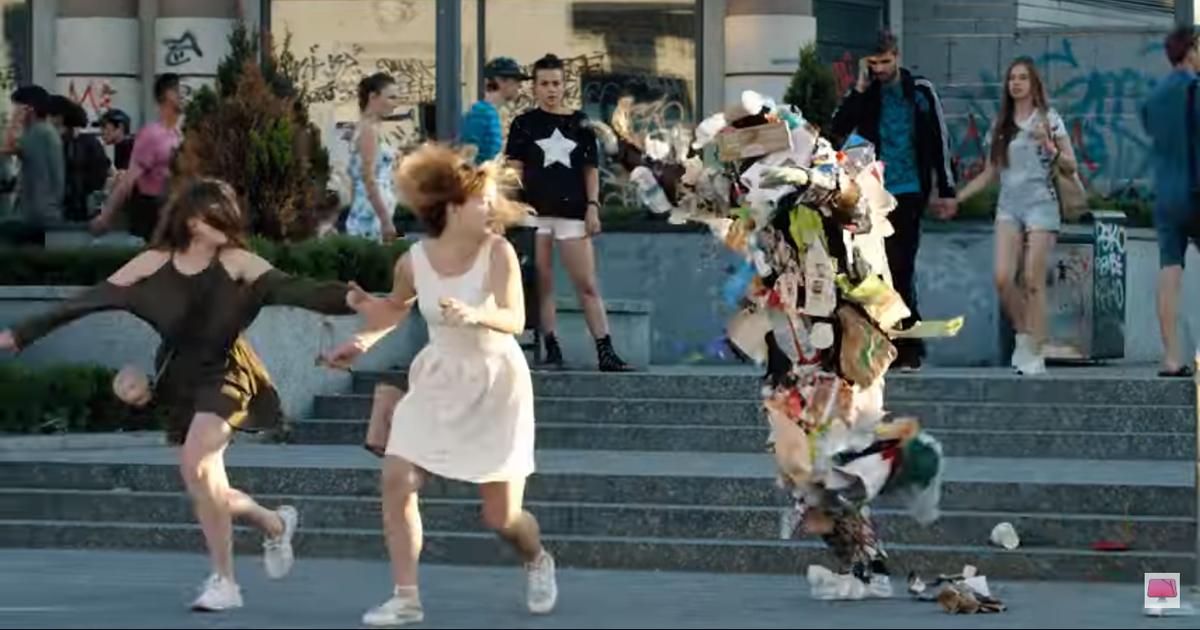 MacPaw сняла страшный ролик-розыгрыш на улицах Киева для борьбы с мусором