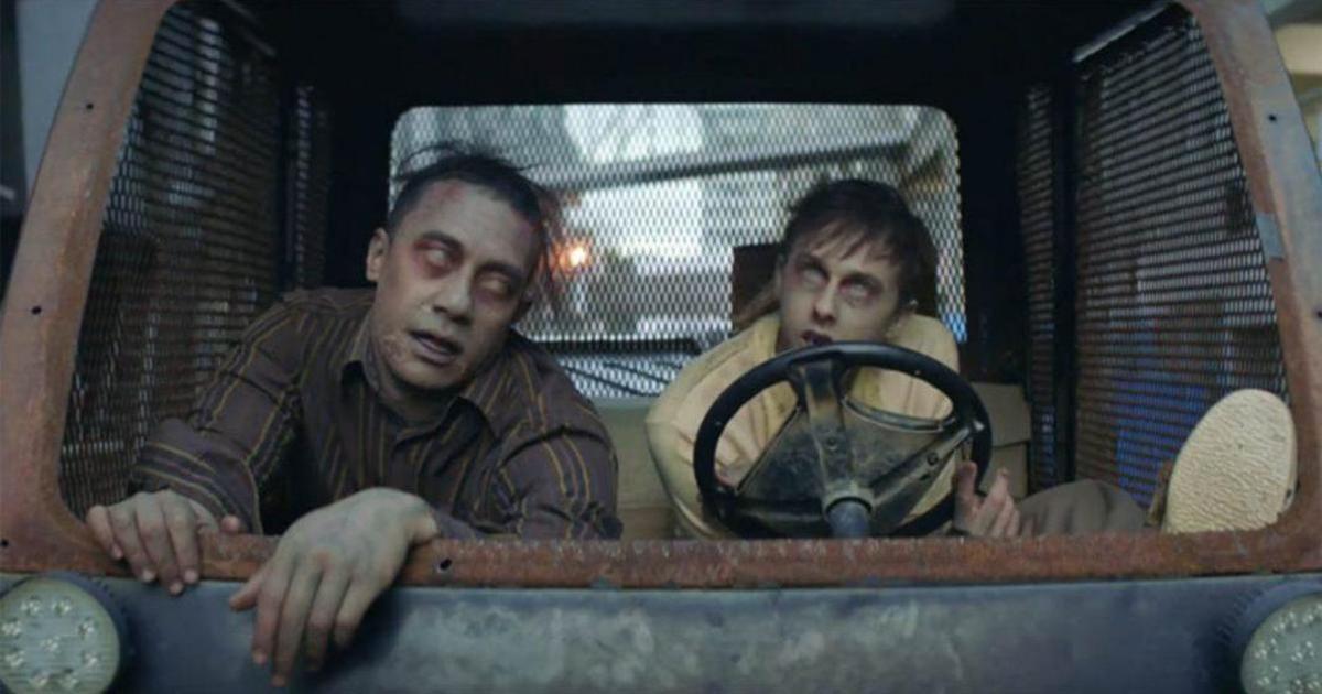 Двое зомби веселятся в рекламе напитка