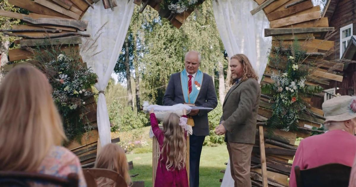Мужчина женится на пиле в новом ролике Hornbach