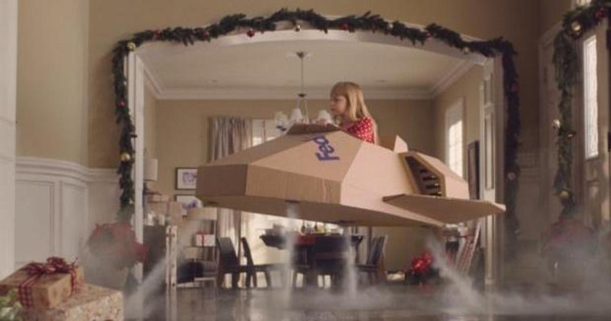 FedEx подчеркнул эмоциональную сторону доставки в рождественском ролике