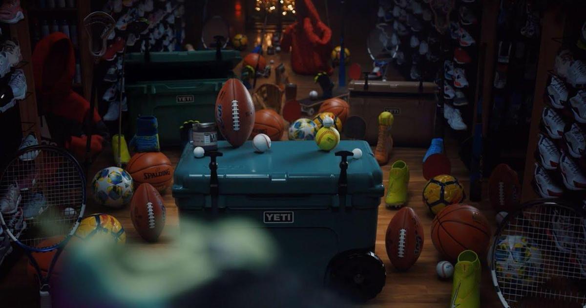 Спортивные товары ожили в рождественском ролике для DICK's Sporting Goods