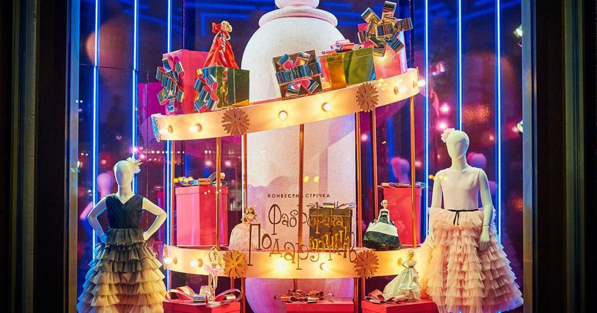Фабрика подарков: ЦУМ оформил витрины к Новому году