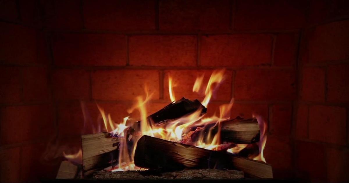 Горящее рождественское полено стало лесным пожаром в социальной рекламе