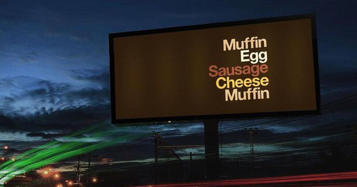 McDonald's удалил лого и название из умной наружной рекламы