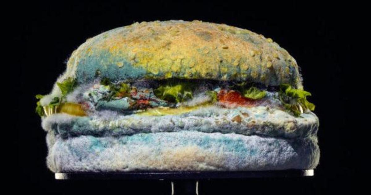 Burger King нарушил все правила в рекламе и показал заплесневелый бургер