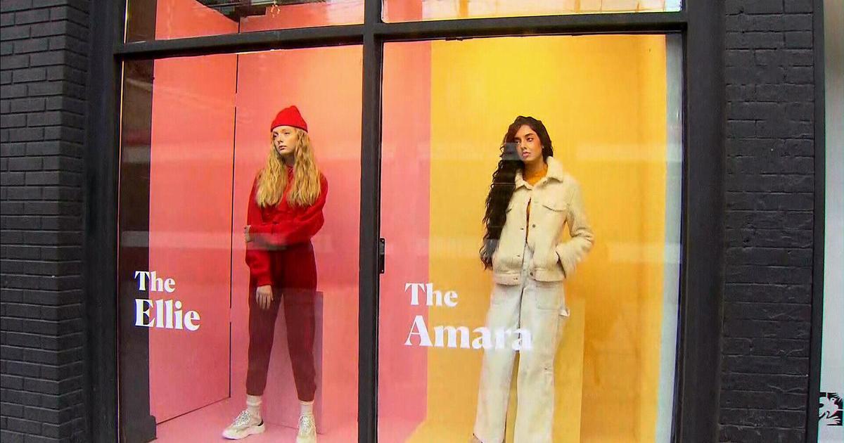 Реальные девушки заняли место манекенов в витринах Торонто в социальной кампании