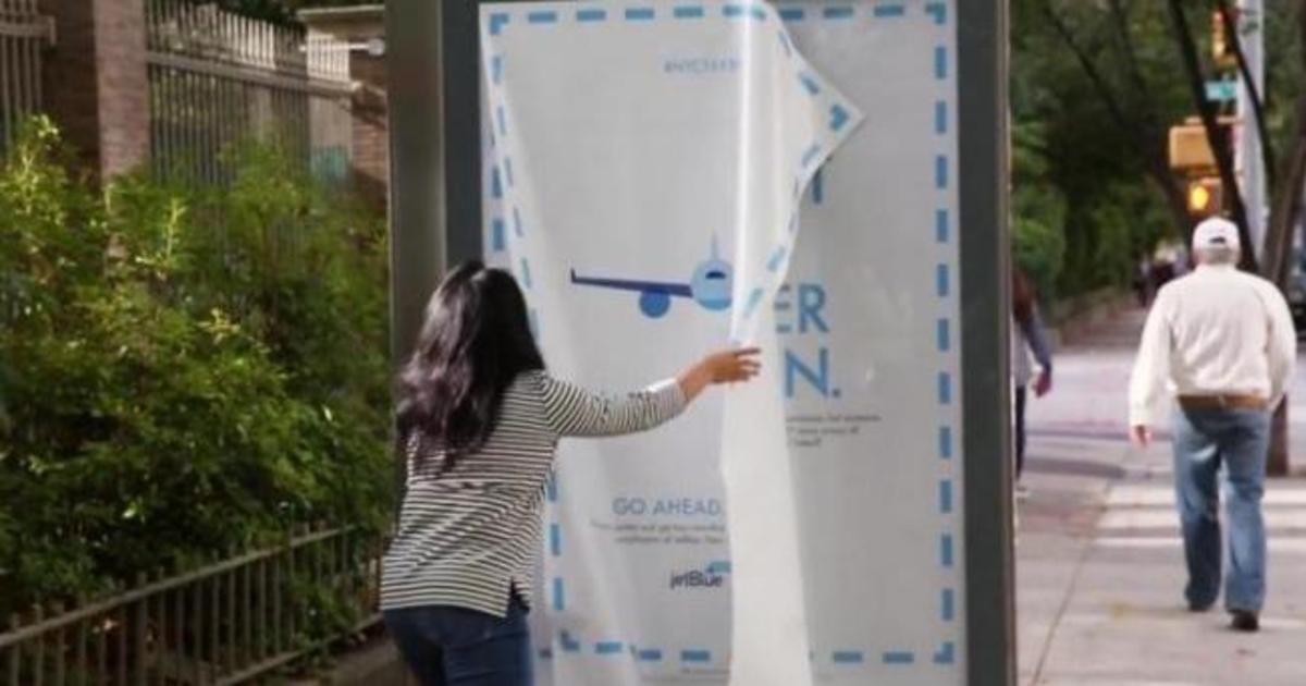 JetBlue заставил жителей Нью-Йорка украсть постеры на остановках.