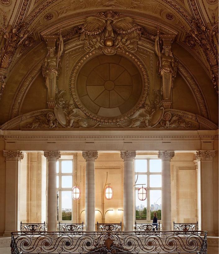 Mollien в Лувре – Instagram