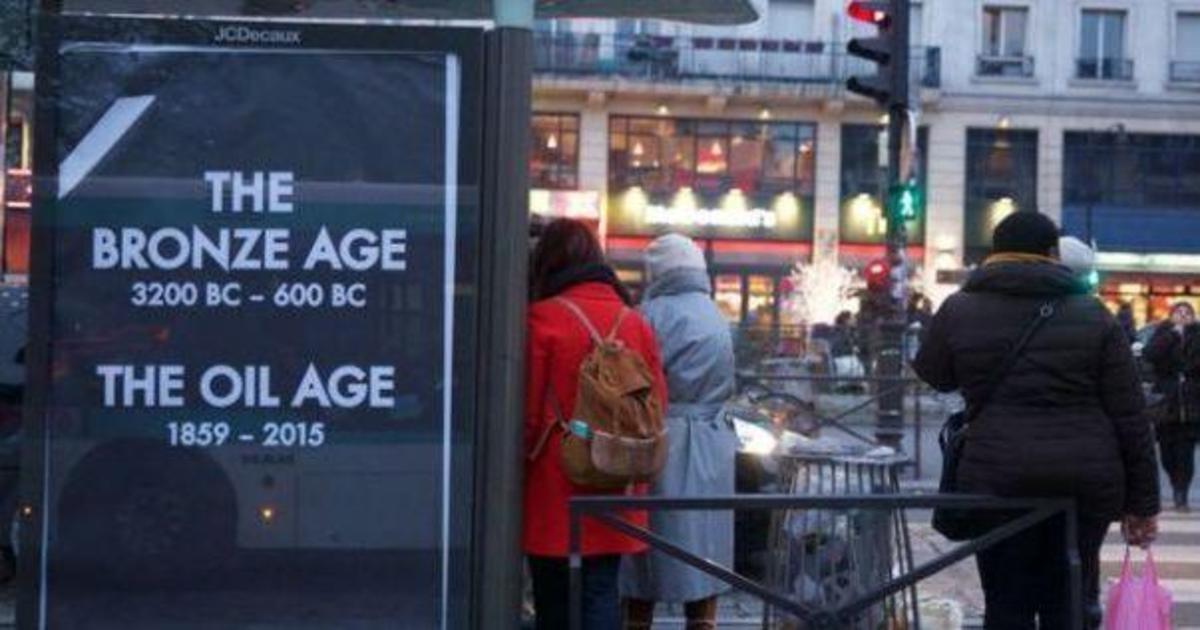 COP21: эко-активисты захватили рекламные площади и раскритиковали бренды.