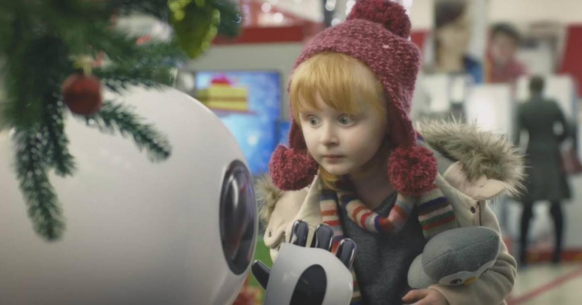 Подарки оживили робота в новогоднем ролике Эльдорадо.