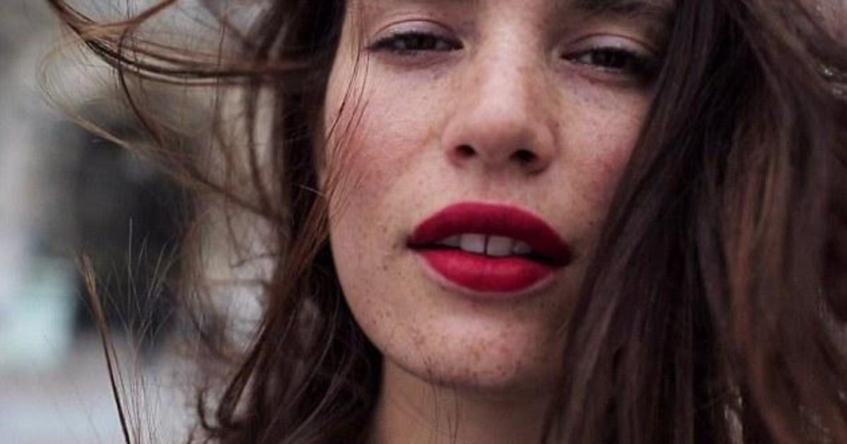 Plus-size модель стала лицом кампании Christian Louboutin.