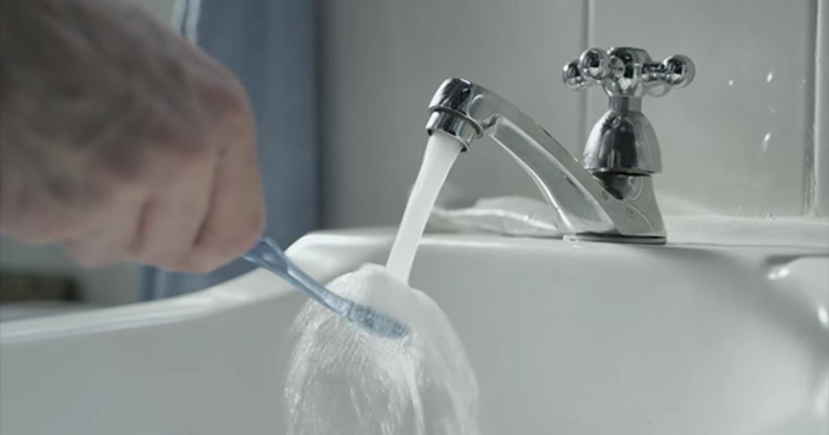 Colgate попросил пользователей экономить воду в ролике для Super Bowl.