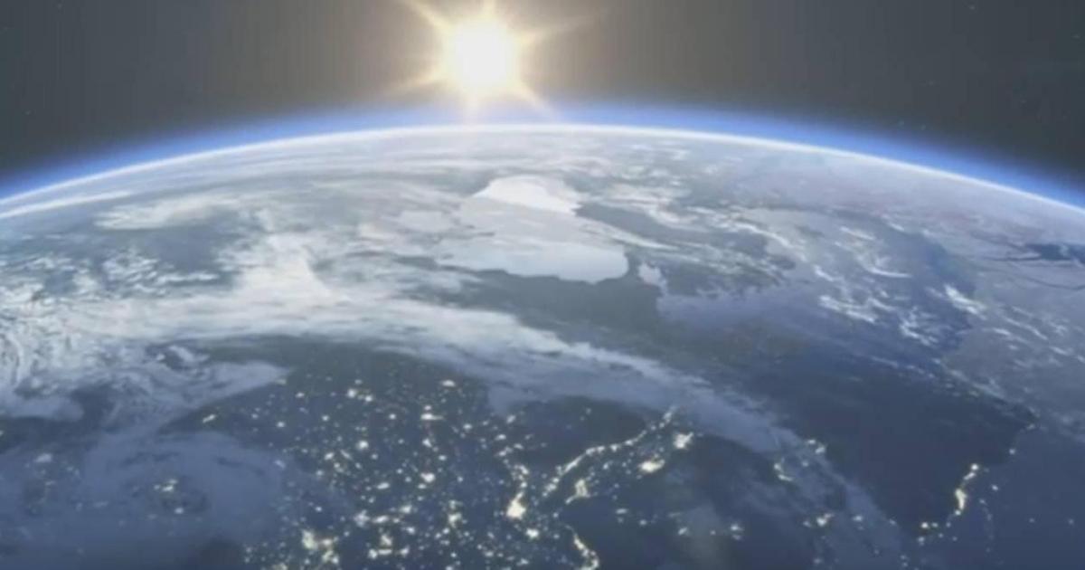 Гостья из будущего призвала присоединиться к акции «Час Земли» от WWF.