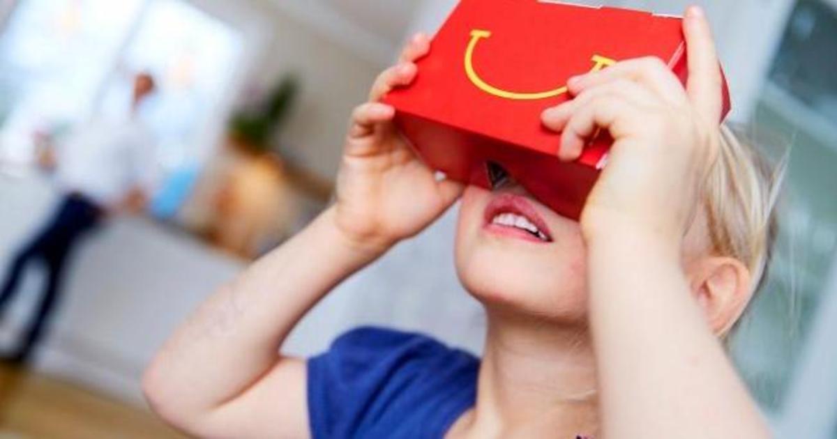 McDonald's превратил Happy Meal в шлем виртуальной реальности.