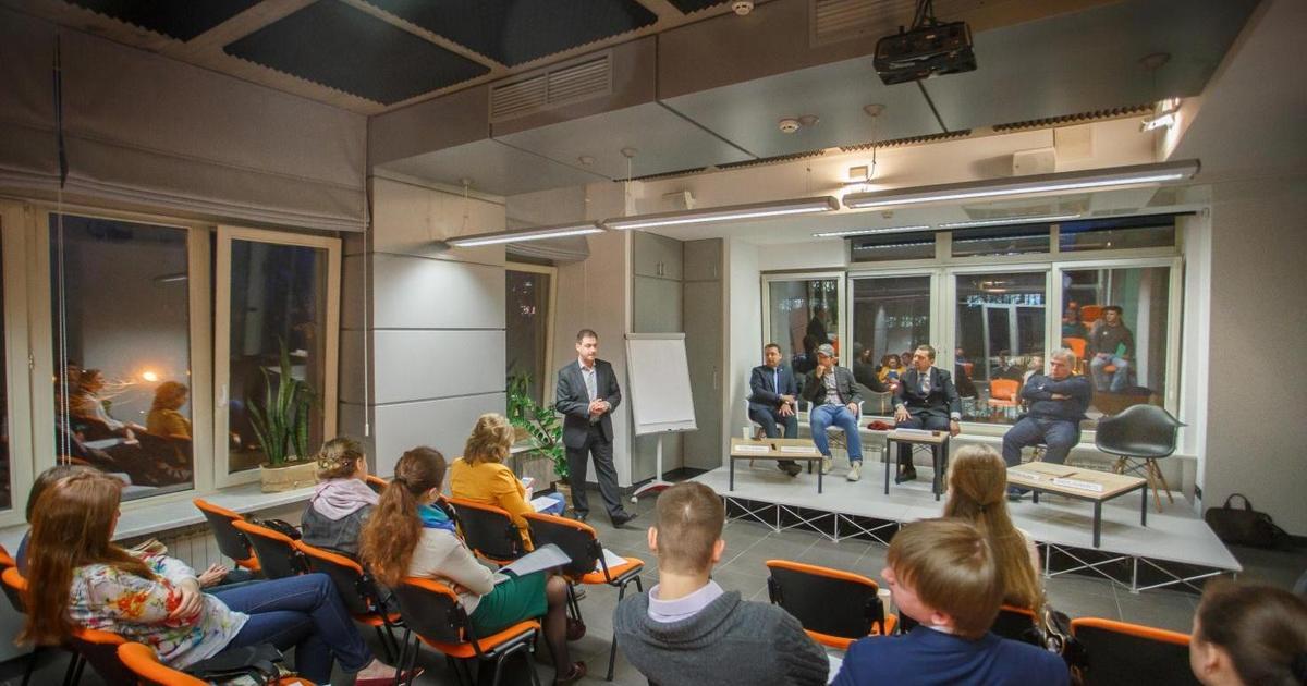 PR дебаты UAPR:  дискуссия c британским акцентом
