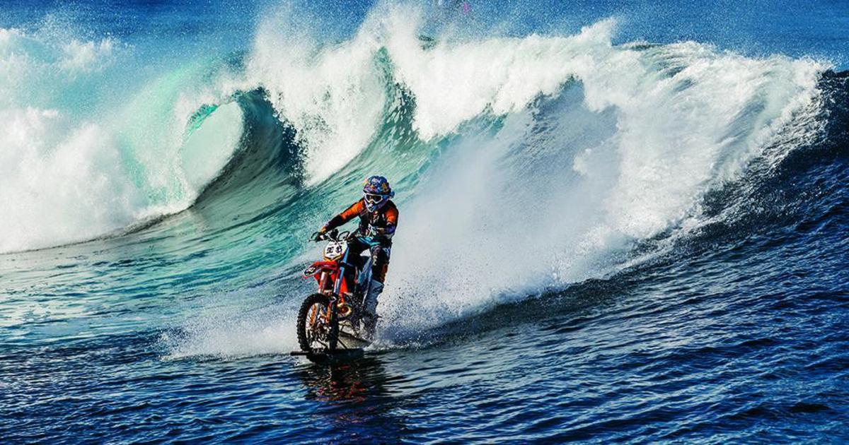 DC Shoes и Робби Мэддисон оседлали волны на мотоцикле.