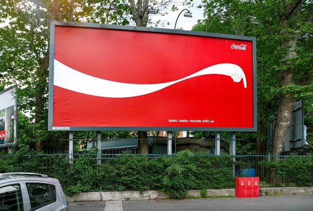 Coca-Cola призвала сортировать мусор с помощью билбордов 1
