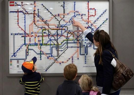 К 150-летию лондонского метрополитена компания LEGO разместит в подземке исторические и современные схемы метро, собранные из деталей конструктора
