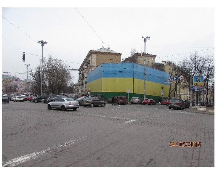 Городская власть очищает столицу от незаконных рекламных конструкций.