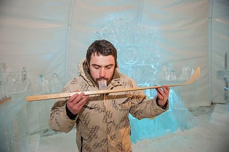В Карпатах, на горнолыжном курорте Буковель открылся первый украинский ледяной бар — Хортиця Ice Bar