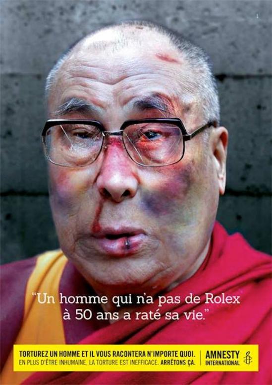 Плакат является частью рекламной кампании Amnesty International против пыток с лозунгом Под пытками человек скажет что угодно