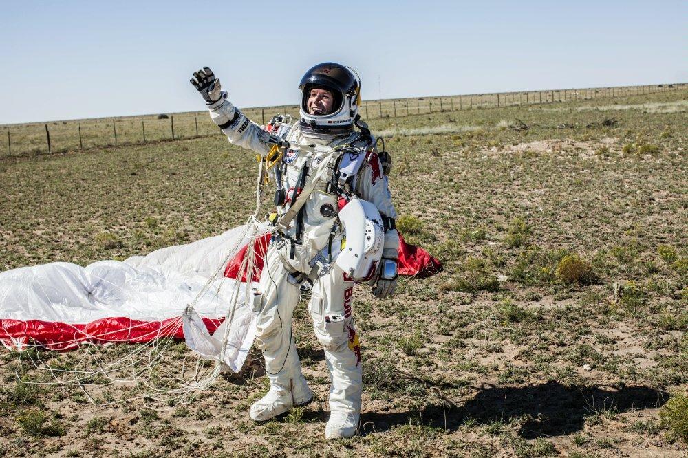 После пяти лет подготовительных работ и тренировок проект Red Bull Stratos наконец осуществился: экстремал из Австрии Феликс Баумгартнер (Felix Baumgartner) совершил свой исторический прыжок из стратосферы, побив сразу несколько рекордов.