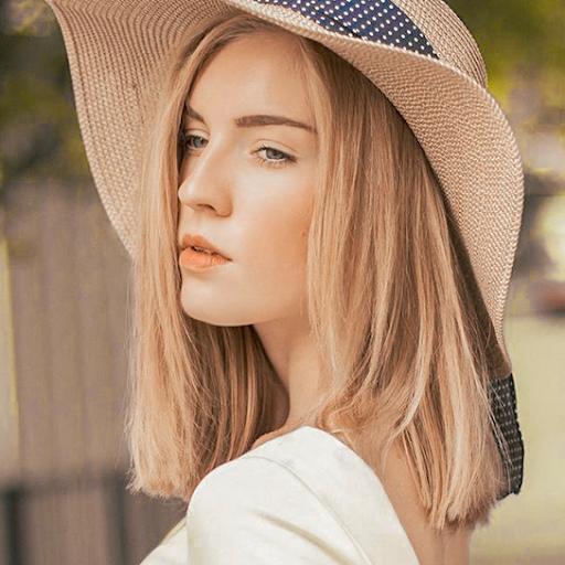Алина Довженко