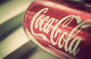 Coca-Cola сократила рекламные расходы, отметив неэффективность бренд-маркетинга