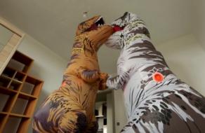 Большие квартиры прорекламировали с помощью динозавров