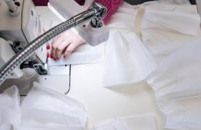 Всі. Свої и украинский бренд при поддержке Visa пошьют защитные костюмы для медиков Украины
