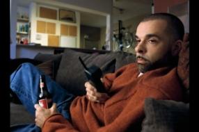 Budweiser вдохновляет звонить близким во время карантина с помощью культового ролика