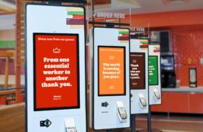 Burger King поблагодарил сотрудников с помощью сообщений от покупателей