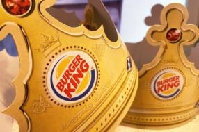 Burger King представил гигантские короны, чтобы обеспечить дистанцию