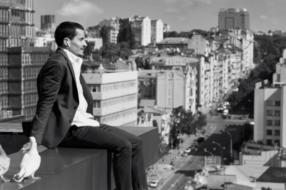 Реклама AirPods, снятая в Киеве, получила «золото» Shots Awards 2020