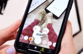 Gucci предлагает примерить и купить обувь на Snapchat